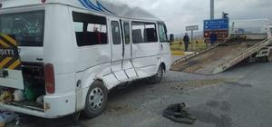 Afyon'daki trafik kazası 19 yaralıdan 6'sı Afyon'daki hastanelere sevk edildi Emirdağ ilçe pazarından Bademli köyüne giden otobüs kamyon ile çarpıştı