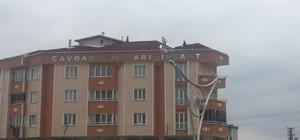 (Özel) Çocukların 'hobisi' yürekleri ağza getirdi 4 katlı binanın çatısında güvercin yetiştiren çocuklar korku dolu anlar yaşattı