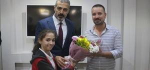 Öğrenciler ve polislerden Mehmetçiğe asker selamlı destek