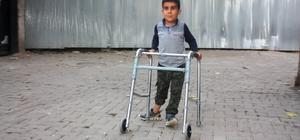7 yaşındaki Yusuf'un 'yardım' çığlığı Diyarbakır'da omurilik zarları ve sinirleri dışarıda doğan 7 yaşındaki Yusuf Çelik, henüz 7 günlükken geçirdiği ameliyatın ardından yürüyemez duruma geldi Arkadaşları gibi gezip oyun oynayacağı günün hayalini kuran minik Yusuf, yetkililerden yardım bekliyor