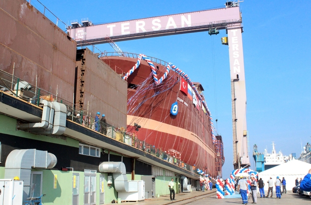 Dünyanın en büyük balık fabrika gemisi denizle buluştu Türk tersanecilik sektörünün büyük başarısı