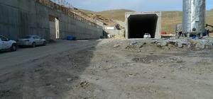 Ulgar Dağı Tüneli'nde çalışmalar devam ediyor 2 bin 550 rakımlı Ulgar dağında yapımı devam eden tünelin 2020 yılında tamamlanması planlanıyor