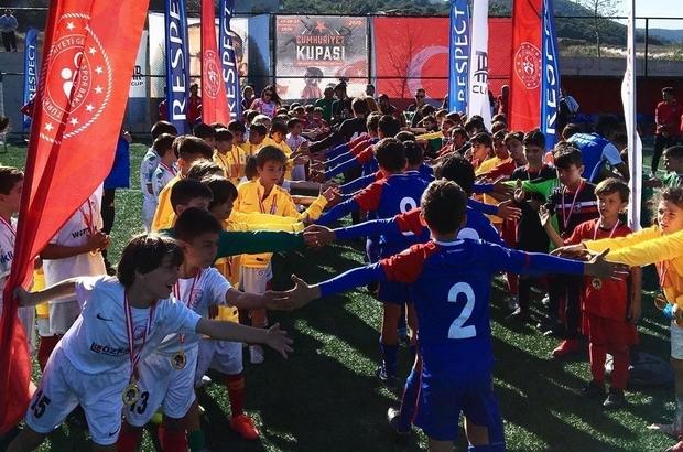 Çanakkale'de Cumhuriyet Kupası maçları şenlik havasında geçti