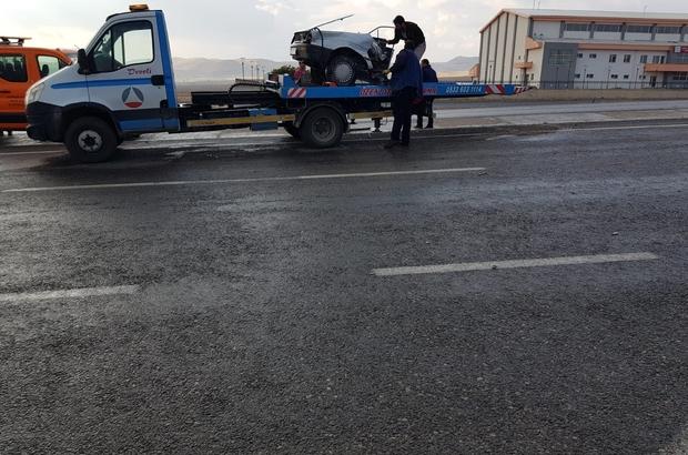 Kayseri'nin Develi ilçesinde tırın çarptığı otomobil 2'ye bölünürken, kazada 1 kişi hayatını kaybetti. ile ilgili görsel sonucu