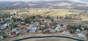 AFAD'ın seti köyü kurtardı Sivas'ta dev kayaların tehdit ettiği Kavaklı köyü, AFAD'ın ördüğü 1 kilometrelik setle koruma altına alındı