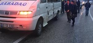 Denizli'de öğrenci servisi ile minibüs çarpıştı 3 kişi yaralındı