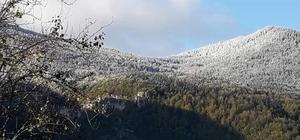 Mevsimin ilk karı düşen Hacıağaç Dağı'nda kartpostallık görüntü