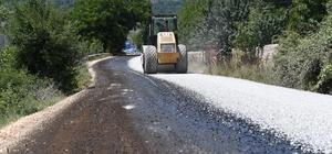 Mersin'in kırsal bölgelerindeki asfalt çalışmaları sürüyor