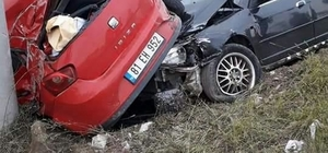 Karasu'da iki otomobil çarpıştı: 6 yaralı