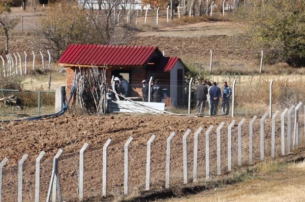 Yakınları tarafından kulübede asılı halde bulundu Sivas'ta kendisinden haber alınamayan bir şahıs yakınları tarafından kulübede asılı halde bulundu.