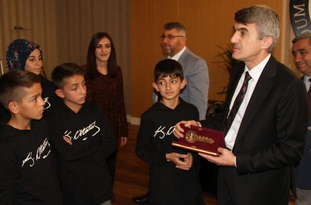 Kayserili öğrencilere DPÜ'nün altın anahtarı verildi