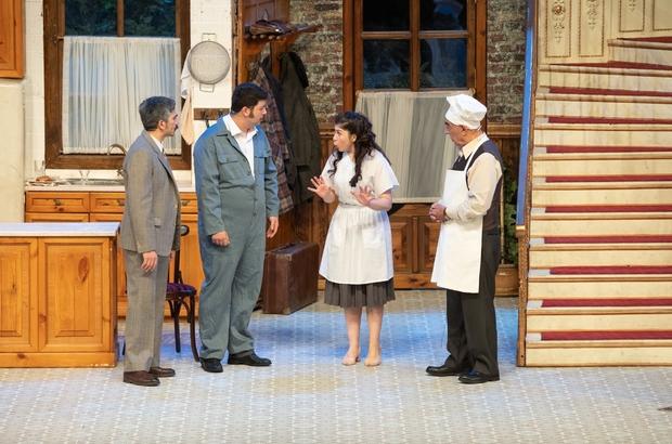 Usta oyuncu Şener Şen 'Zengin Mutfağı' ile sahnede 'Zengin Mutfağı' ayakta alkışlandı