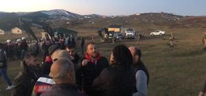 Trabzon'da yaylada yıkım gerginliği Düzköy ilçesi Haçka Yaylası'na dün geceden jandarma eşliğinde çıkan yıkım ekipleri vatandaşların tepkisi ile karşılaştı Kendilerine yıkım tebligatı ulaşmadığını belirten yayla sakinleri ile yıkım ekipleri ve jandarma arasında gerginlik yaşandı