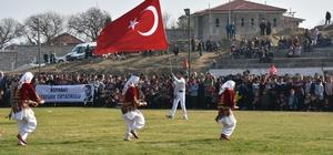 Türk bayrağını dalgalandıran gence kaymakamdan ödül