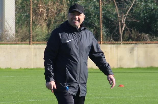 Sivas Belediyespor'da yeniden Özer Karadaş dönemi Sivas Belediyespor'da Namık Altunsoy'un takımdan ayrılması nedeniyle, yeşil-beyazlıların eski teknik direktörlerinden Özer Karadaş takımın başına getirildi