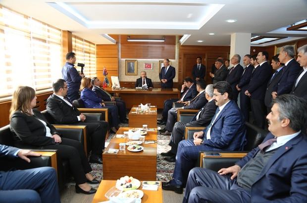 Şentop Bilgin'den bilgi aldı Sivas Belediye Başkanlığını ziyaret eden TBMM Başkanı Prof. Dr. Mustafa Şentop, belediye başkanı Hilmi Bilgin'den çalışmaları hakkında bilgi aldı