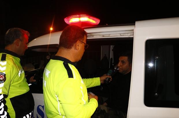 Polisten kaçmak isteyen sürücü 134 promil alkollü çıktı Adana'da polisin 'dur' ihtarına uymayıp kaçmaya çalışan otomobil sürücüsü 10 kilometrelik kovalamaca sonrasında yakalandı