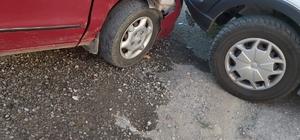Otomobilin yayalara çarptığı kaza kameralara yansıdı