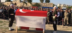 Barış Pınarı Harekatı şehidi Adana'da toprağa verildi 24 yaşındaki Piyade Sözleşmeli Er Bekir Can Hereklioğlu, memleketi Adana'da gözyaşlarıyla son yolculuğuna uğurlandı