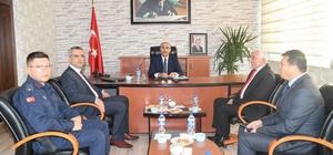 Vali Demirtaş'ın Yumurtalık ziyareti Adana Valisi Mahmut Demirtaş,  ilçenin denizi ve sahiliyle özellikle turizm açısından cazip yatırım olanaklarına sahip olduğunu söyledi