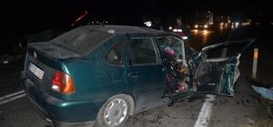 Otomobil patpatla çarpıştı: 5 yaralı