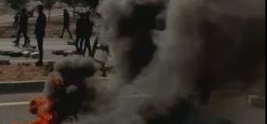 Öğrenciler lastik yakıp yol kapattı Üst geçit için yolu trafiğe kapattılar
