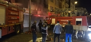 Dükkanı yandı, şoka giren çalışanını teselli etti