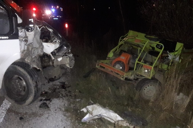 Afyonkarahisar'da trafik kazası: 3 yaralı Işık donanımı çalışmayan patpat tehlike saçtı