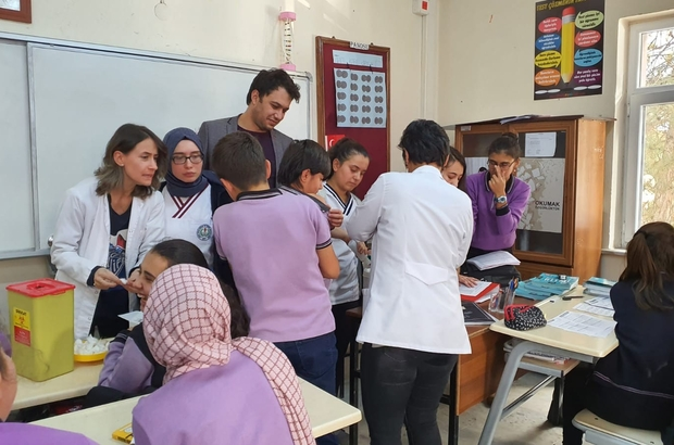 Şuhut'ta öğrencilere aşı uygulaması
