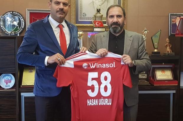 Başsavcı'dan Sivasspor'a tebrik ve destek Sivas Cumhuriyet Başsavcısı Hasan Uğurlu, Süper Lig'in lideri  DG Sivasspor kulübünü ziyaret ederek hem tebrik etti hemde Kaşımpaşa maçı için başarılar diledi