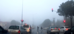 Yağmur sonrası sis etkili oldu Muğla'nın Menteşe ilçesinde yağmur sonrası gece saatlerinde başlayan sis bulutu sabah saatlerinde etkili oldu.