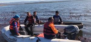 Balık tutmak için gittiler sandalları alabora oldu Sandalları alabora olan 3 kişiden 2'si kayıp