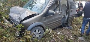 Yolcu minibüsüyle kamyonet çarpıştı: 8 yaralı