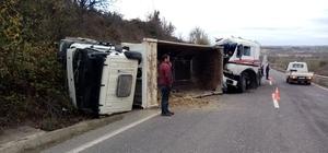 Süt tankeri çarpıştığı kamyonu devirdi: 2 yaralı