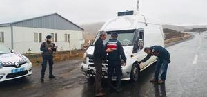 Çat İlçe Jandarma Trafik Ekiplerinden Kış Lastiği Uygulaması