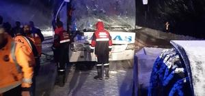 Yolcu otobüsü kar küreme aracıyla çarpıştı:1 ölü