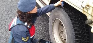 Köprüköy İlçe Jandarma Trafik Ekiplerinden Kış Lastiği Uygulaması