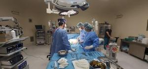 Ağrı şikayetiyle hastaneye giden kadının karnından 4 kiloluk tümör çıktı