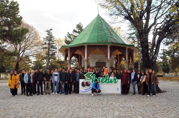 Üniversiteli öğrenciler Akşehir'i gezdi