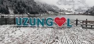 Uzungöl beyaza büründü Türkiye'nin önemli turizm merkezlerinden biri olan Uzungöl, kar yağışı ile birlikte beyaz örtüyle kaplandı