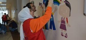 Gönüllüler çocuklar için çizdi