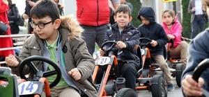 Engelli minikler Trafik Park'ta buluştu Gönüllerince eğlenen engelli miniklerin mutlulukları gözlerinden okundu