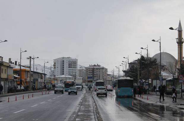Sivas'ta araç sayısı arttı Türkiye İstatistik Kurumu (TÜİK) verilerine göre Sivas'ta bulunan motorlu kara taşıtı sayısı ekim ayında geçtiğimiz yılın aynı ayına göre bin 219 adet artarak 161 bin 467'ye yükseldi