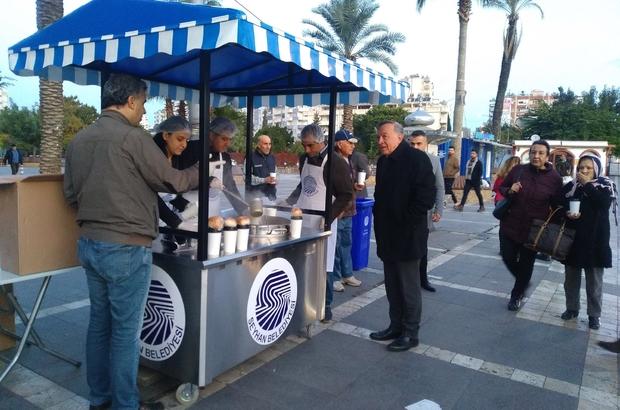 """Seyhan Belediyesinden sıcak çorba ikramı Başkan Akay: Sosyal Belediyeciliği her alanda güçlendireceğiz"""""""