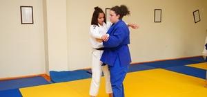 (ÖZEL) Kadına şiddet içeren filmden etkilendi judoya başladı 95 kilometre yol kat ederek antrenmanlara giden judocu, Avrupa 7'incisi oldu