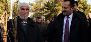 """Söğüt'te 10 bin 400 sertifikalı ceviz fidanı dağıtıldı Bilecik Valisi Bilal Şentürk: """"Köylerimizde nüfus maalesef yaşlanıyor"""""""