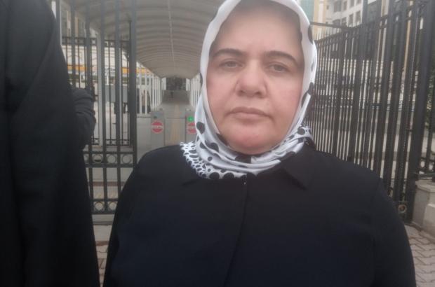 """Antalya'da eski eşini 21 yerinden bıçaklayan sanığın mahkemedeki pişkin ifadeleri şaşkınlığa neden oldu. Saldırgan koca duruşmada eski karısını sevdiğini ileri sürerek """"sanık koltuğunda kendisinin değil eşinin oturması gerektiğini"""" savundu. Bıçaklı saldırıya maruz kalan kadın ise eski eşinin yalanlarına artık alıştığını belirterek """"21 yerimden bıçaklandım ve ölüme terk edildim. Konu başka yönlere çekilmeye çalışılıyor."""" dedi. ile ilgili görsel sonucu"""