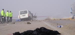Panelvan minibüs ile çakıl taşı yüklü kamyon çarpıştı: 3 ölü 2 yaralı