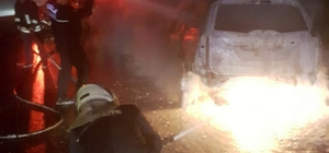 Alev alan araç tamamen yandı Muğla'da Sakartepe geçidinde seyir halindeki araçta çıkan yangın sonrası araç kullanılmaz hale geldi.
