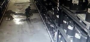 Tinerle temizlik yapmaya kalkan işçi canından oluyordu Facianın eşiğinden dönülen olay kameraya yansıdı